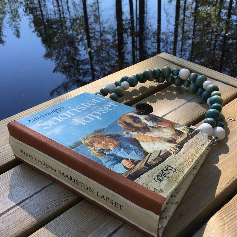 """Astrid Lindgrenin kirjasta """"Saariston lapsi"""" tehty kirjalaukku."""